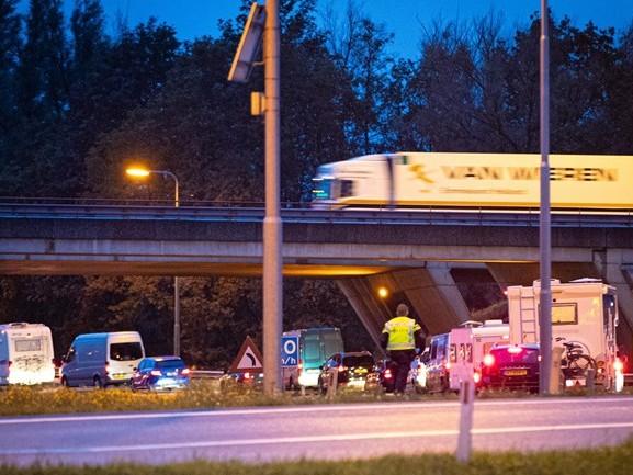 Politie bekeurt negentien bestuurders die rood kruis negeren na ongeval bij Zwolle