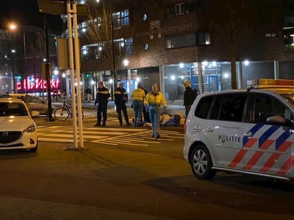 Fietser gewond naar ziekenhuis na aanrijding in Deventer