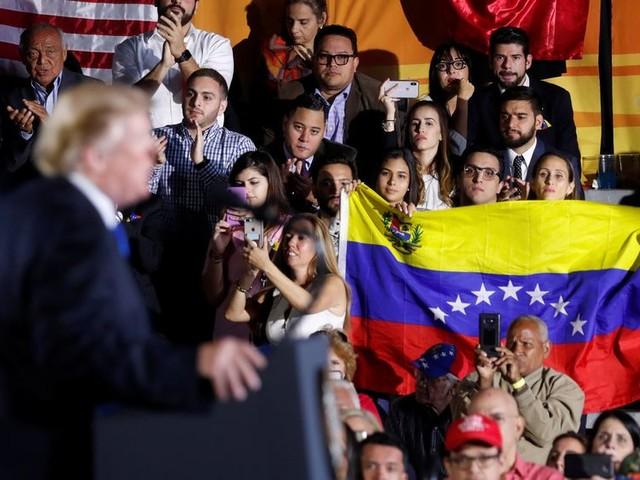 Trump waarschuwt militairen Venezuela die Maduro blijven steunen