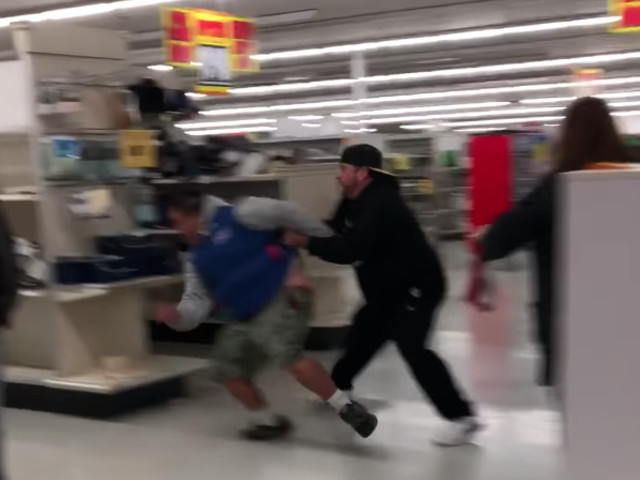 Old-Boy Gets Knocked Out At K-Mart Black Friday Scrap! [Video]