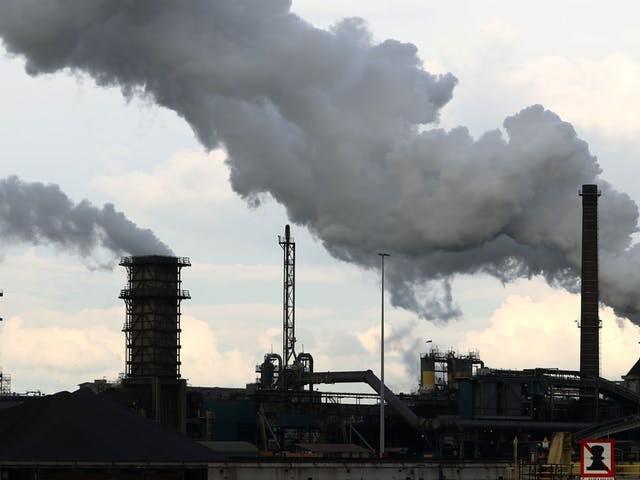 Tata Steel stoot veel meer sinter-stof uit dan toegestaan