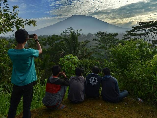 Het rommelt onder de vulkaan: Balinezen slaan op de vlucht