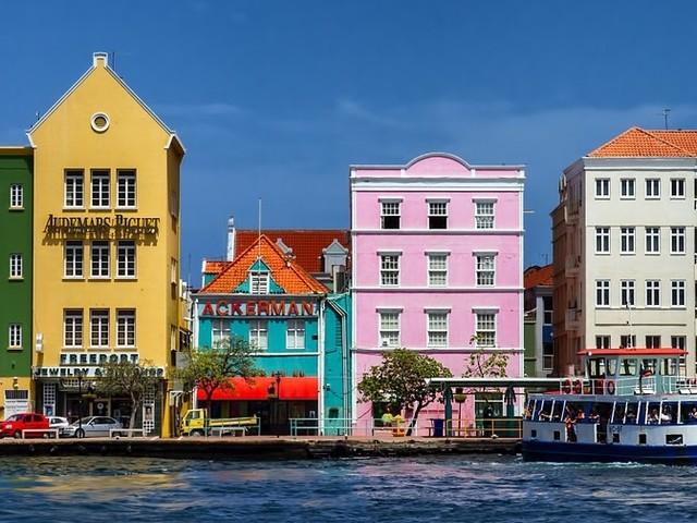 Nederland maakt afspraken met Curaçao tegen belastingontwijking