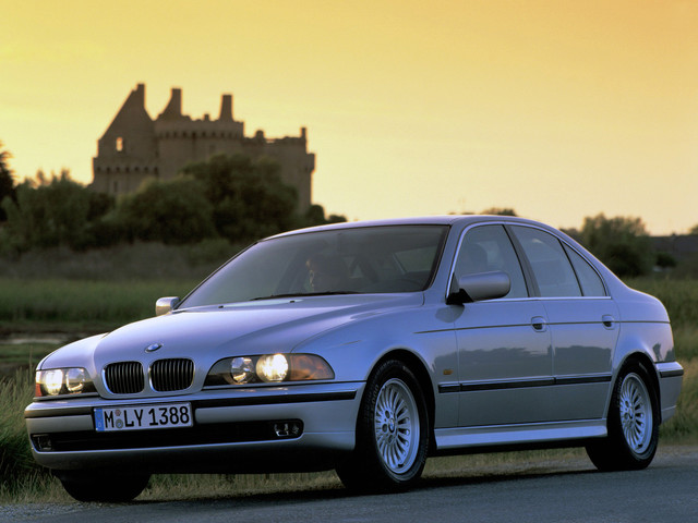 Should you buy the E39 BMW 540i over the E39 M5?