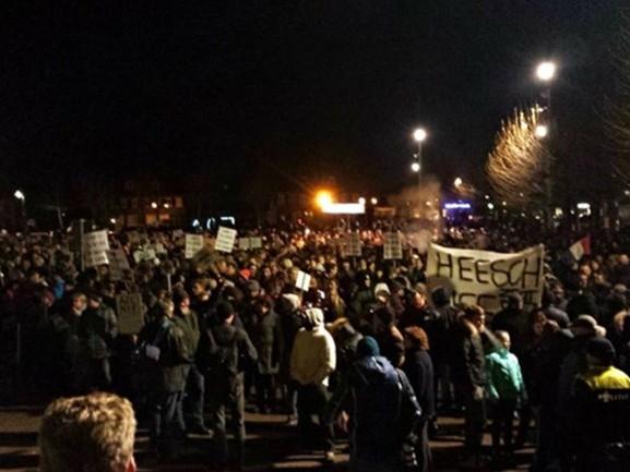 Drie jaar na azc-rellen in Heesch staan vier relschoppers vandaag voor de rechter