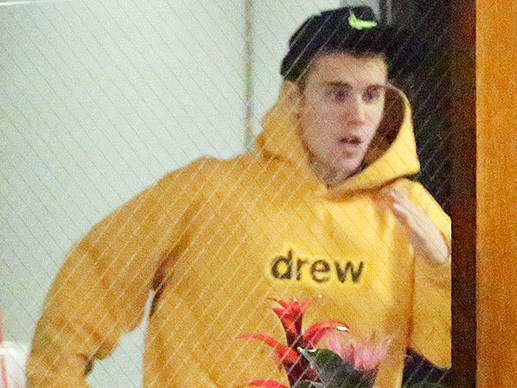 "EXCLUSIVE - Justin Rushes To ""Brain Health"" Center After Doctors' Appointments With Hailey"