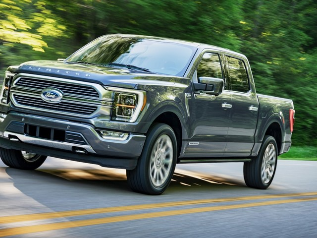2021 Ford F-150 looks similar, but gets a hybrid