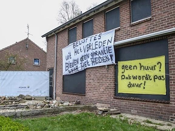 Bewoners sloopwoningen in Westerhaar: 'Als er niets gebeurt, volgt er actie'