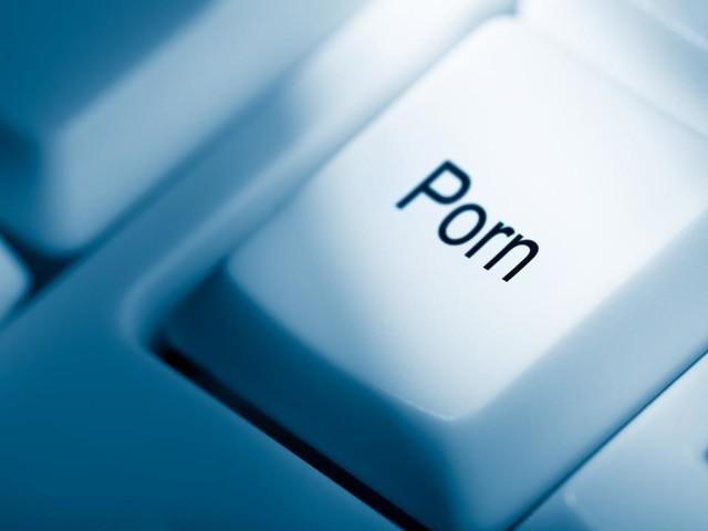 Omstreden leeftijdscheck voor Britse pornosites mogelijk uitgesteld