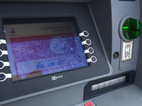 Man opgepakt voor diefstallen bij pinautomaten in Wierden en Almelo