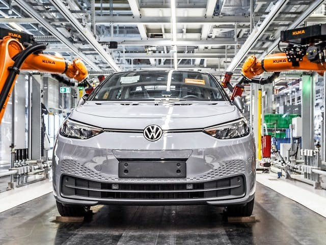 Volkswagen stapt in Zwickau met mes op de keel nieuw autotijdperk in