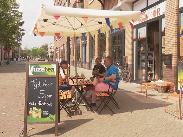 """Winkel in Nijverdal tegen de regels in open op zondag: """"Iemand moet iets doen"""""""
