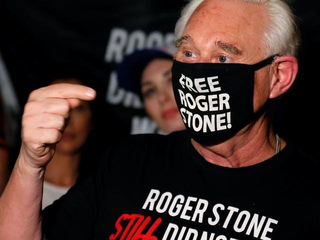 Trump scheldt gevangenisstraf van vertrouweling Roger Stone kwijt
