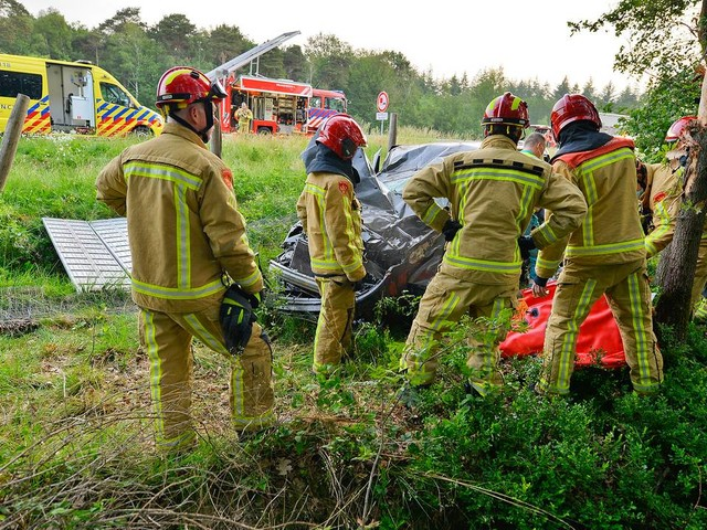 Automobiliste gewond na crash op A67, traumaheli opgeroepen