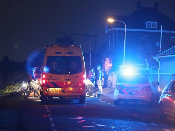 Mountainbiker naar ziekenhuis na val in kanaal bij ongeluk in Vriezenveen