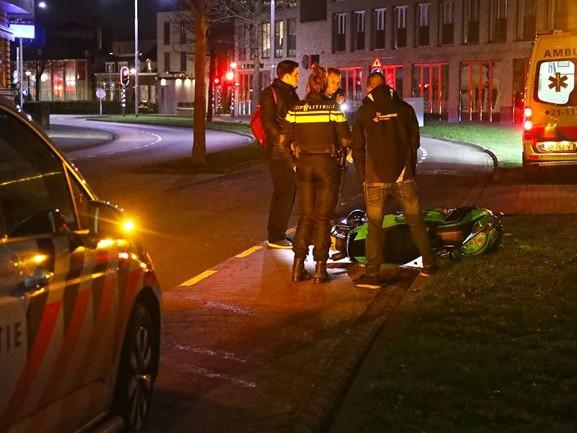 Automobilist rijdt door na aanrijding met scooter op de Loswal in Oss