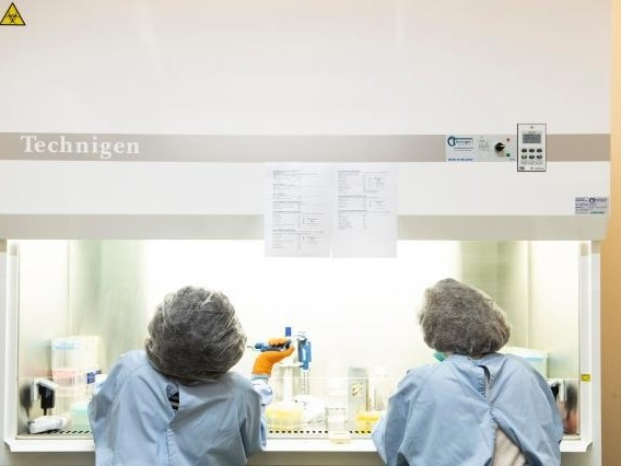 Europese Commissie tempert hoop op snel vaccin