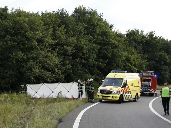 Drie doden bij ongeluk auto op afrit A73 Haps