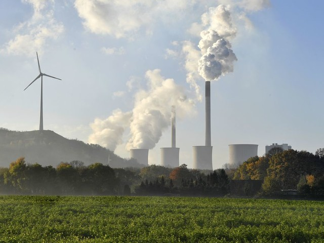 Het is tijd dat bedrijven meer gaan betalen voor CO2-uitstoot