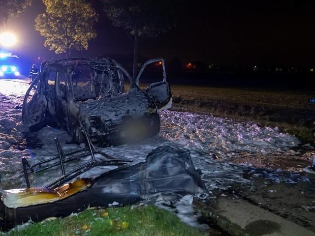 112-nieuws: bestelbus verwoest na ontploffen gasfles, auto in sloot A67