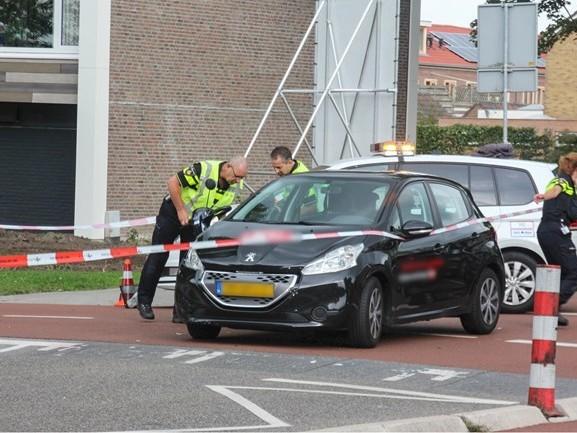 Bestuurster van scootmobiel raakt gewond na aanrijding met auto in Kampen
