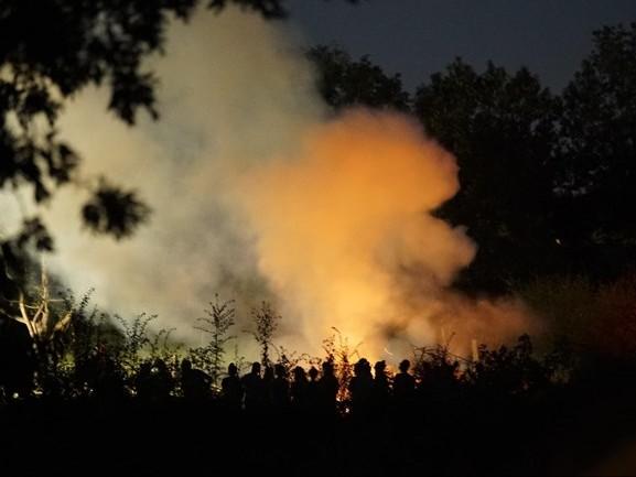 Brandend snoeiafval zorgt voor flinke rookwolken in omgeving van Deventer