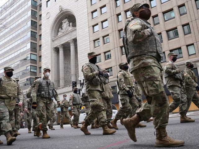 25.000 leden van de Nationale Garde doorgelicht uit angst voor opstand van binnenuit