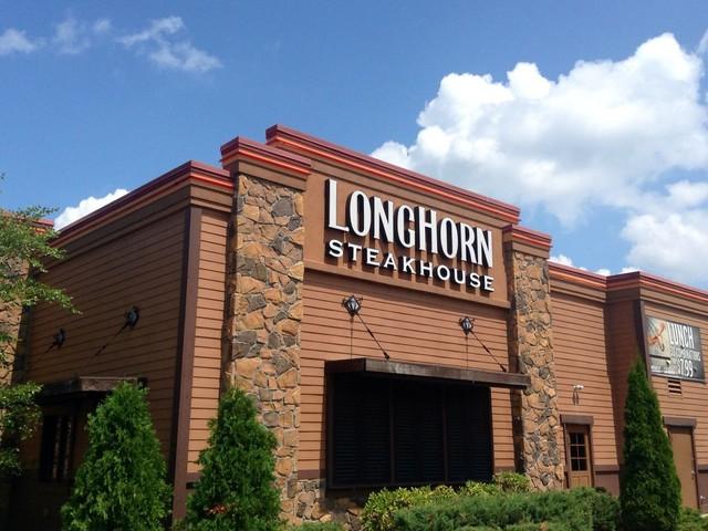 Customer Enters LongHorn Steakhouse, Venomous Snake Bites Her Foot