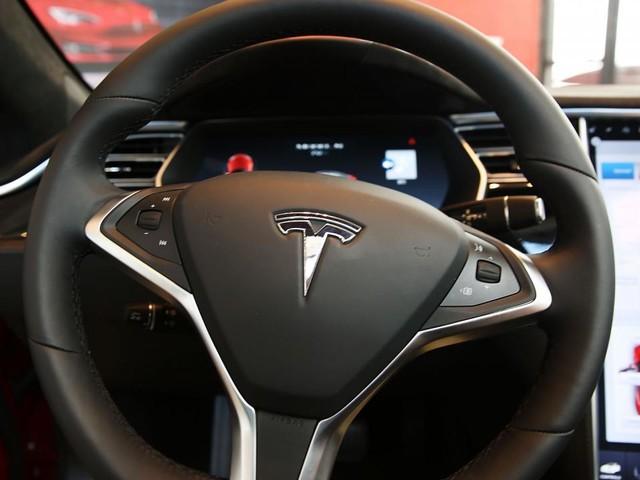 Voormalig Tesla-medewerker uploadde Autopilot-broncode naar cloud