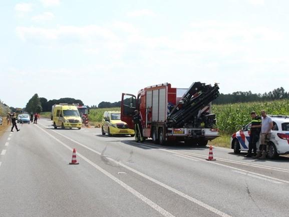 N347 bij Enter dicht na ongeluk, automobiliste met spoed naar ziekenhuis