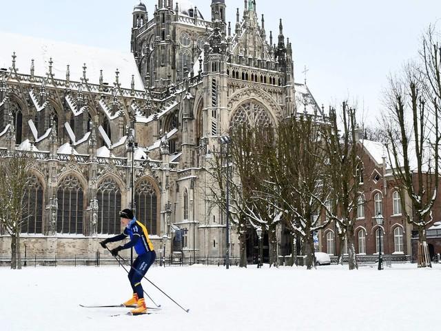 Sneeuwnieuws: eerste schaatsers op het ijs, cv-monteurs zijn de helden van vandaag