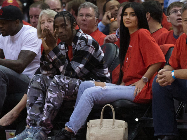 Here's The Real Reason Kylie Jenner Has Been Hiding Her Tummy Full Of Travis Scott