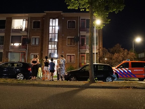 Flatbewoners Deventer brengen deel van de nacht op straat door vanwege gaslucht