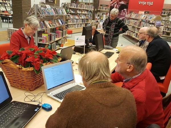 Ouderen leren over technologie in Enschede