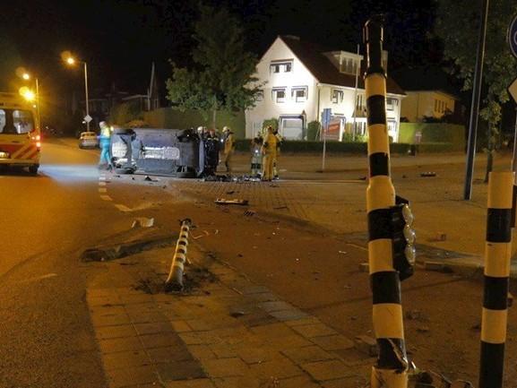 Twee gewonden en ravage bij ongeluk in Enschede