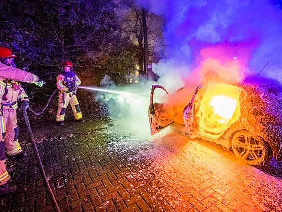 Auto volledig uitgebrand in Nuenen