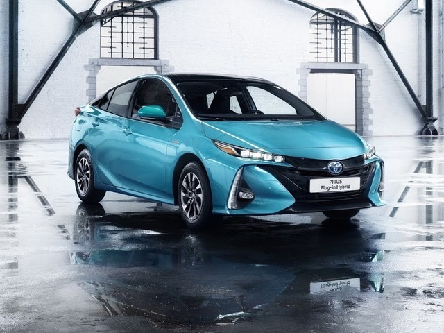 Toyota Bets On Hybrid For World Domination