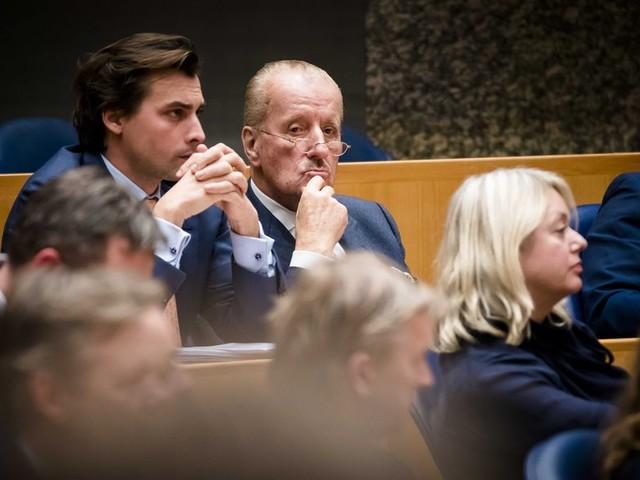 Een vraag stellen in de Kamer, daar zijn Baudet (6) en Hiddema (0) niet zo van