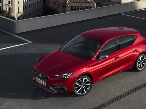 SEAT launches all-new Leon; gasoline, diesel, CNG, mild-hybrid, plug-in hybrid; €1.1B investment