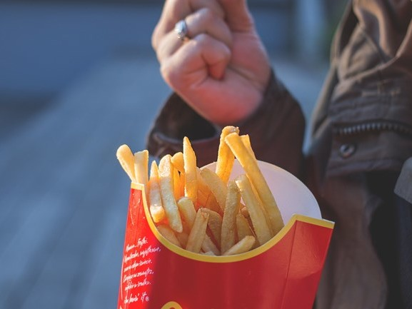 Vermiste jongens (7 en 10) na zoektocht teruggevonden bij McDonald's