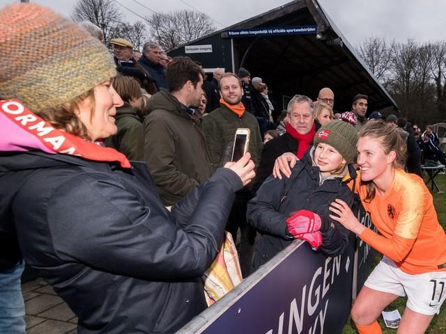 Op het voetbalveld gaat het goed met de vrouwen, maar in de bestuurskamers is nog veel te winnen