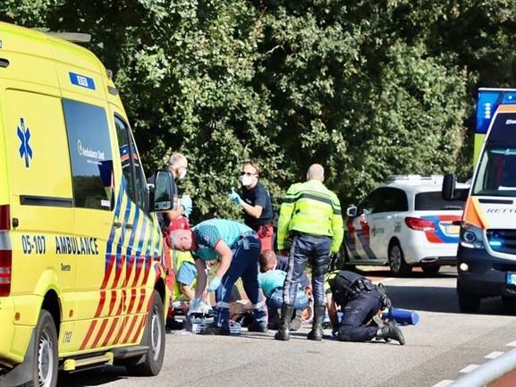 Wielrenner ernstig gewond geraakt bij aanrijding met auto in Tilligte