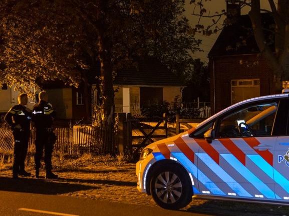 Gemaskerde en gewapende overvallers dringen huis binnen in Spoordonk