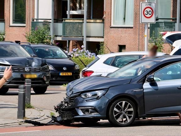 Twee gewonden bij aanrijding in Oldenzaal