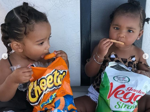 Baby Cousins Chicago And True Eating Junk Food Is The Cutest Thing You'll See All Day