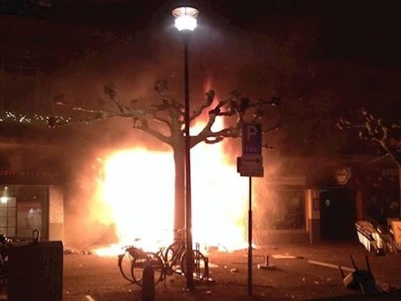 Vermeend drugsbendeleider Idris opnieuw vrijgesproken voor brandstichting in zijn grillroom
