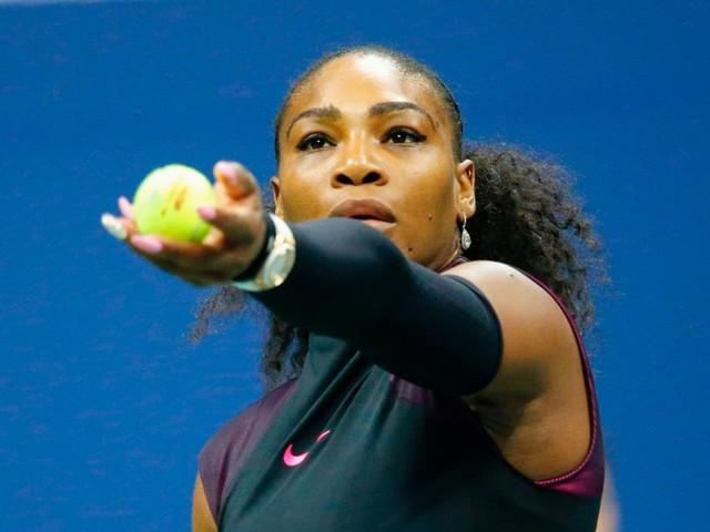 Zwangere Serena Williams gewoon de baan op