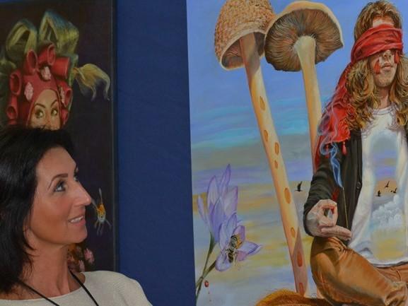 Het zou zo maar kunnen: wordt Puttese Suzana beste amateurkunstschilder van Nederland?
