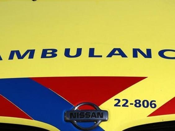 Man zwaargewond na vechtpartij in huis, met spoed naar een ziekenhuis in Rotterdam gebracht