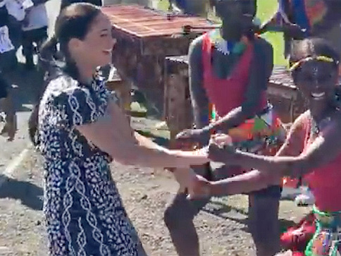 MUST-SEE VIDEO - Meghan Markle And Prince Harry Show Off Their Dance Moves In South Africa